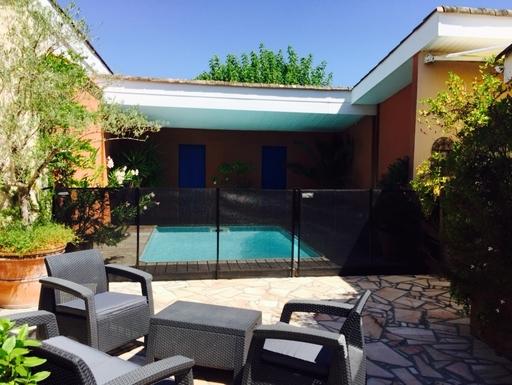 Vue de la piscine depuis notre patio