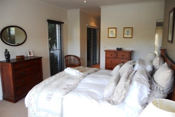 Home exchange in,Australia,Noosaville,Master ensuite bedroom.