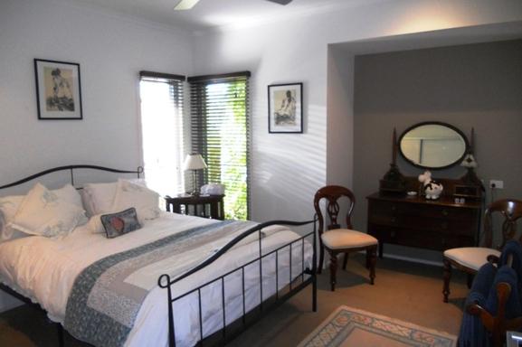 Home exchange in,Australia,Noosaville,Guest bedroom.