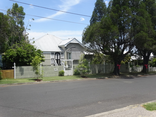 Home exchange in,Australia,WINDSOR,Street view approaching house Christmas bows