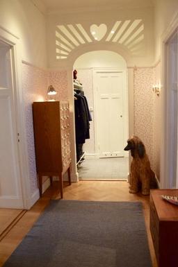 BoligBytte til,Sweden,Stockholm city, 0k,,Hallway (the dog doesn't bite...)