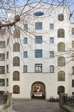 BoligBytte til,Sweden,Stockholm city, 0k,,We live on the top floor (underneath oval window)