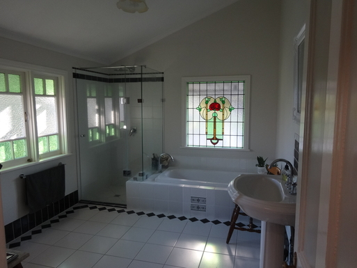 Home exchange in,Australia,WINDSOR,Upstairs bath and shower room