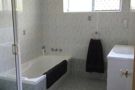 Home exchange in,Australia,Trinity Beach,Guest/full bathroom