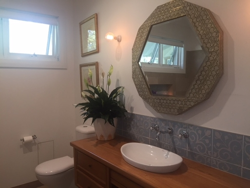 Home exchange in,Australia,Bellingen,main bathroom - shower/bath/toilet
