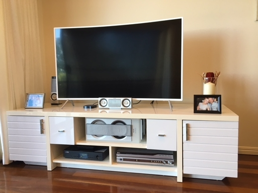 Home exchange in,Australia,BUDERIM,Curved Smart TV and entertainment centre