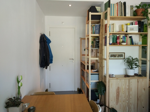 Home exchange in,Spain,Barcelona, 11k, N,Entrance door and dining table.