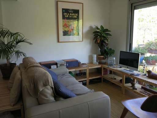 Home exchange in,Spain,Barcelona, 11k, N,Living room, with views towards plants and trees.