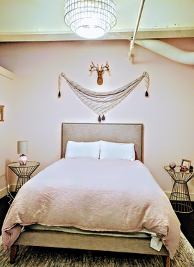 Home exchange in,United States,Portland,Master bedroom: queen bed, organic flax linens