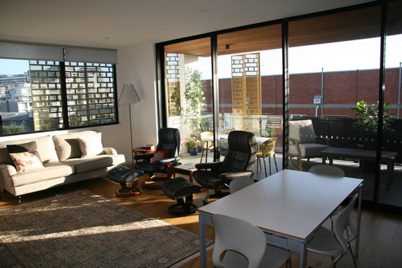 Home exchange in,Australia,Teneriffe,Lounge/dining opening to balcony.