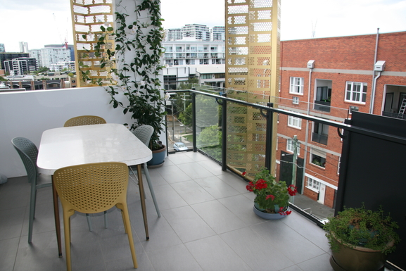 Home exchange in,Australia,Teneriffe,Balcony dining.