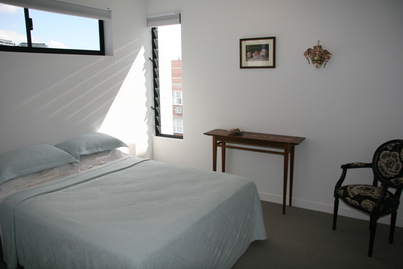 Home exchange in,Australia,Teneriffe,Main bedroom with ensuite.
