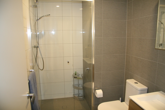 Home exchange in,Australia,Teneriffe,Second bathroom.
