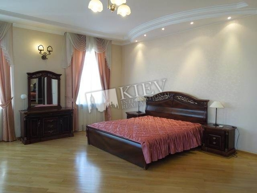 Home exchange in,Ukraine,Kiev,Master bedroom