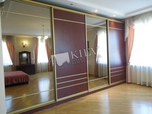 Home exchange in,Ukraine,Kiev,Closets