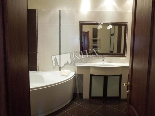 Home exchange in,Ukraine,Kiev,jakuzzi bath and shower, toilet, bidet