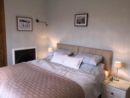 Home exchange in,United Kingdom,Halifax,Luxury Hypnos superking bed ensures a great sleep!
