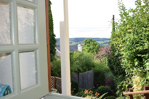 Huizenruil in ,United Kingdom,Stroud,View of valley from kitchen