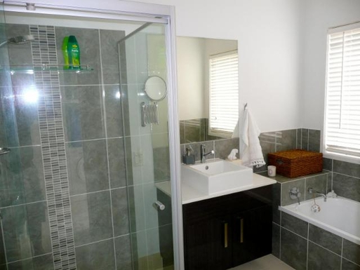 Home exchange in,Australia,BANKSIA BEACH,Family bathroom