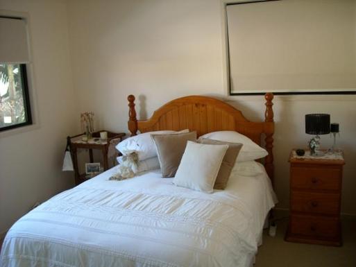 Home exchange in,Australia,BATTERY HILL,Upstairs bedroom