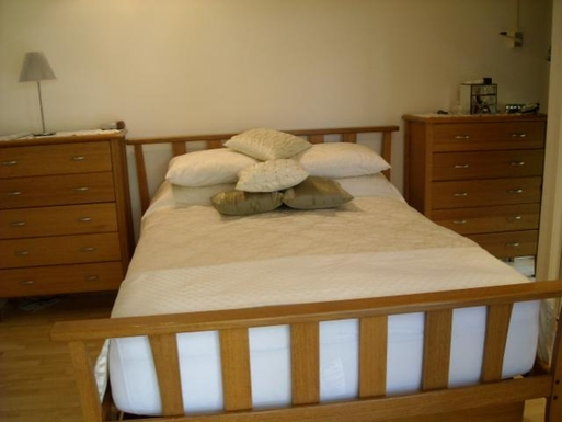 Home exchange in,Australia,BATTERY HILL,Main bedroom