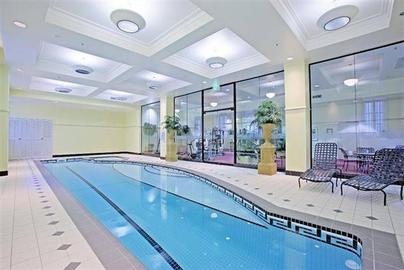 Home exchange in,Australia,BRISBANE,Apartment building gym and swimming pool