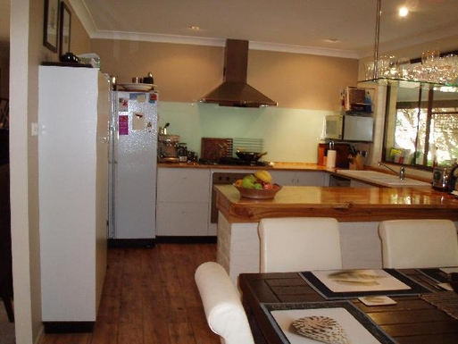 Home exchange in,Australia,BYRON BAY,Kitchen complete with dishwasher and microwave ove