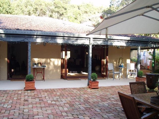 Home exchange in,Australia,BYRON BAY,The front courtyard during the day