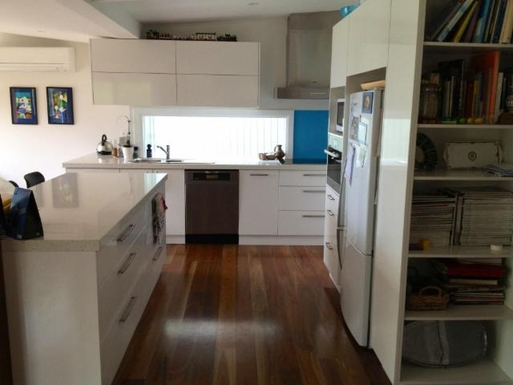 Home exchange in,Australia,LORNE,Kitchen with Miele cooktop, steam oven and dishwas