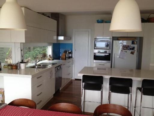 Home exchange in,Australia,LORNE,Kitchen with breakfast bar
