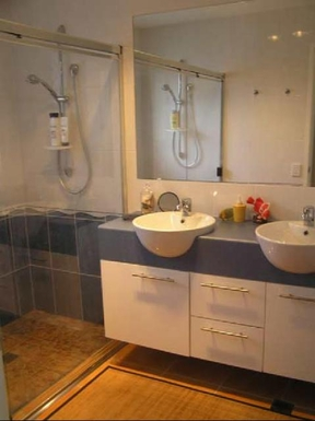 Home exchange in,Australia,MOOLOOLABA,Bathroom has a double shower and double vanity, bu