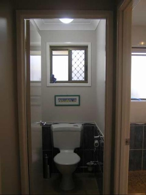 Home exchange in,Australia,MOOLOOLABA,Toilet
