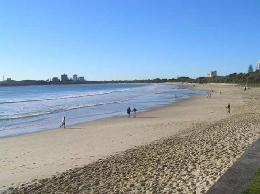 Home exchange in,Australia,MOOLOOLABA,Early morning walkers on Mooloolaba beach