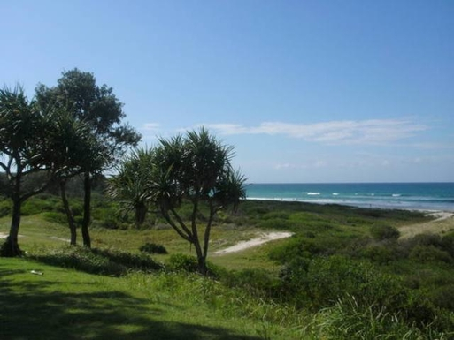 Home exchange in,Australia,POTTSVILLE,Pottsville 1 minute dune walk to the sand and sea.