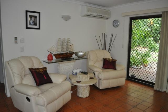 Home exchange in,Australia,PALM COVE,Living room