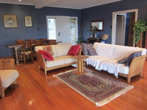 Home exchange in,Australia,GYMEA BAY,Open plan loungeroom