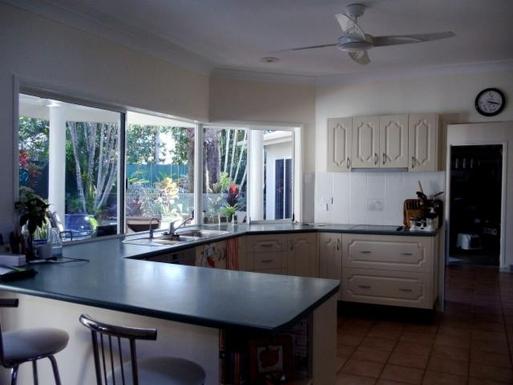 Home exchange in,Australia,CLIFTON BEACH,Kitchen