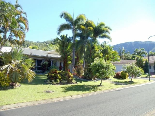 Home exchange in,Australia,CLIFTON BEACH,First glimpse as you drive our street