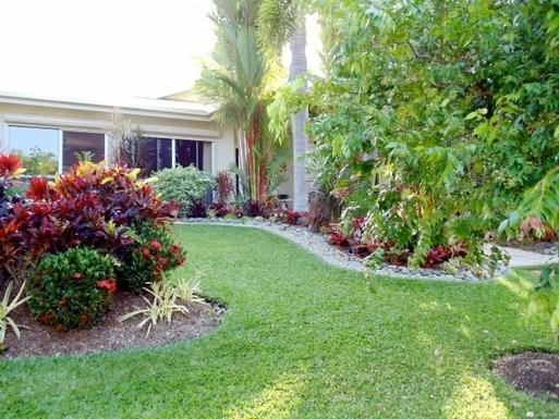 Home exchange in,Australia,CLIFTON BEACH,Our colourful garden