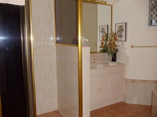Home exchange in,Australia,CLIFTON BEACH,Guest bathroom