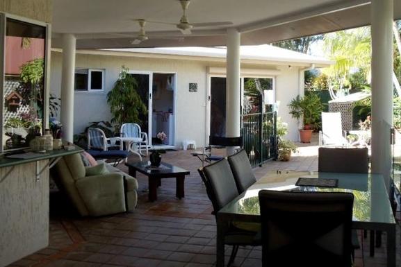 Home exchange in,Australia,CLIFTON BEACH,Outdoor living on rear patio