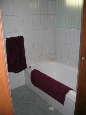 Home exchange in,Australia,FLAGSTAFF HILL,Main bathroom with shower