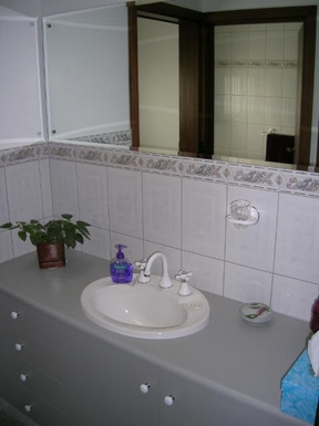Home exchange in,Australia,FLAGSTAFF HILL,Main bathroom vanity