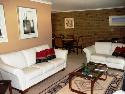 Home exchange in,Australia,FLAGSTAFF HILL,Formal lounge & dining area