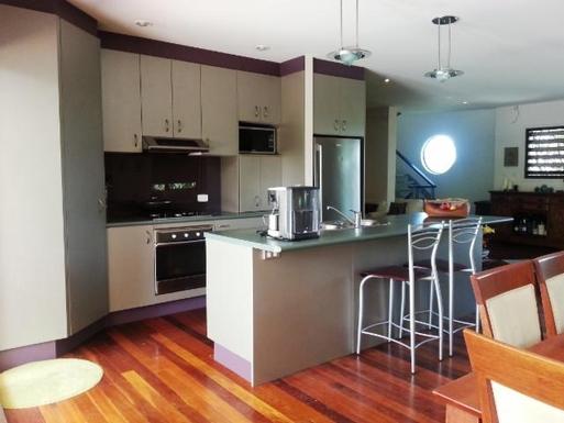 Home exchange in,Australia,BUDDINA,Kitchen and breakfast bar.