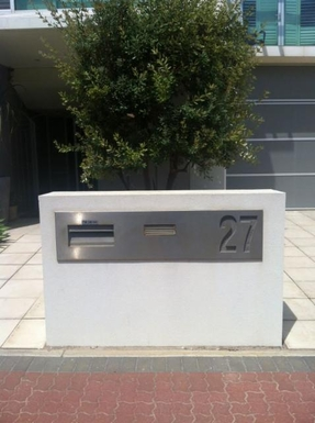 Home exchange in,Australia,GLENELG NORTH,Section of front street entrance