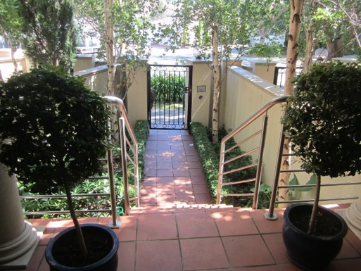 Home exchange in,Australia,Melbourne, 15k, S,View from front of house to court