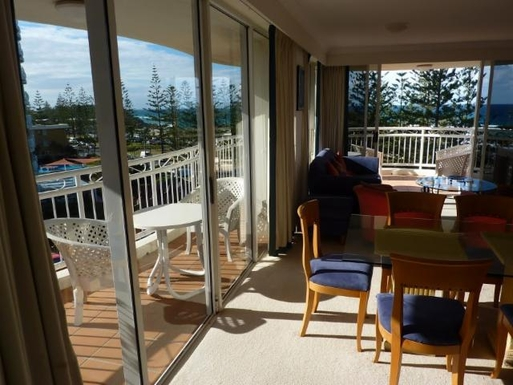 Home exchange in,Australia,NORTH BURLEIGH,Lounge/dining area.