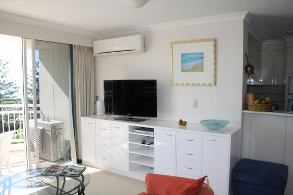 Home exchange in,Australia,NORTH BURLEIGH,Lounge area with flat screen TV.