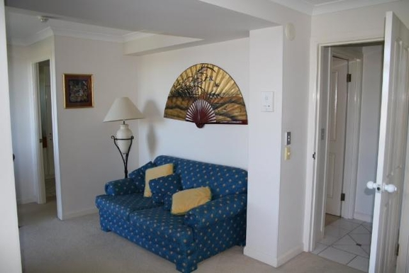 Home exchange in,Australia,NORTH BURLEIGH,Lounge in main bedroom. Also has own TV.